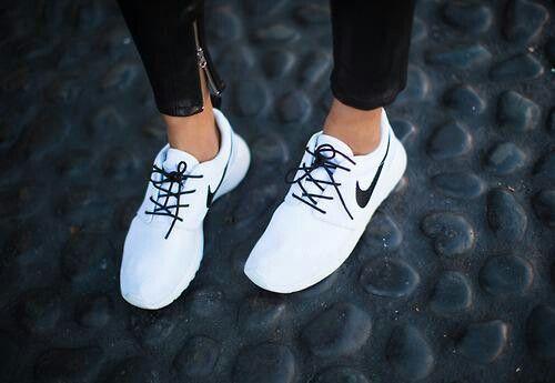 White black tick and laces #nikerosheruns | Fashion, Nike ...