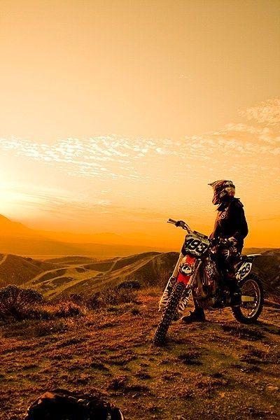 Meilleurs Riders Dirt Bike Freestyle Par Le Coucher Du Soleil
