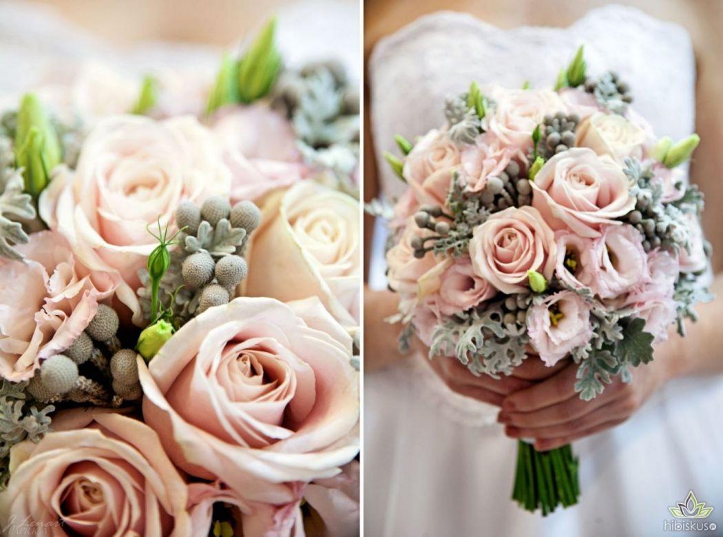 Gozdziki Pudrowy Roz Bukiet Szukaj W Google Wedding Bouquets Floral Wreath Pink Roses