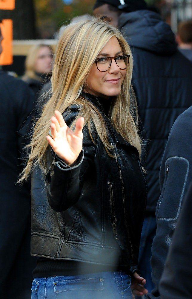 Jennifer Aniston - Jennifer Aniston on Set