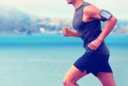 Si chiamano fitness tracker e sono dispositivi che servono per tenere sotto controllo il proprio regime di allenamento quotidiano: braccialetti che ci aiutano a seguire un piano per restare in form…
