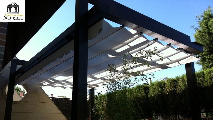 Pergola moderna tipo suspendida con toldo pergolas pinterest pergolas outdoor spaces and - Pergolas con toldo ...