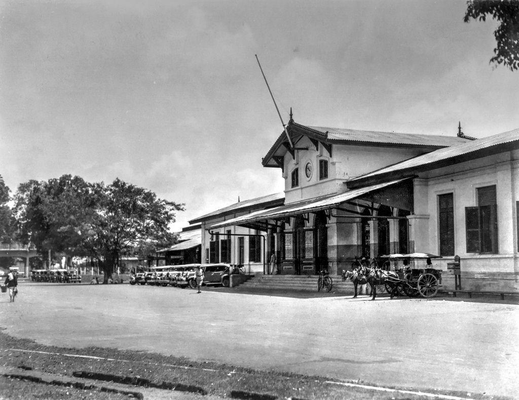 Bangunan Stasiun Gubeng jaman dulu ternyata masih terawat dengan baik hingga sekarang.