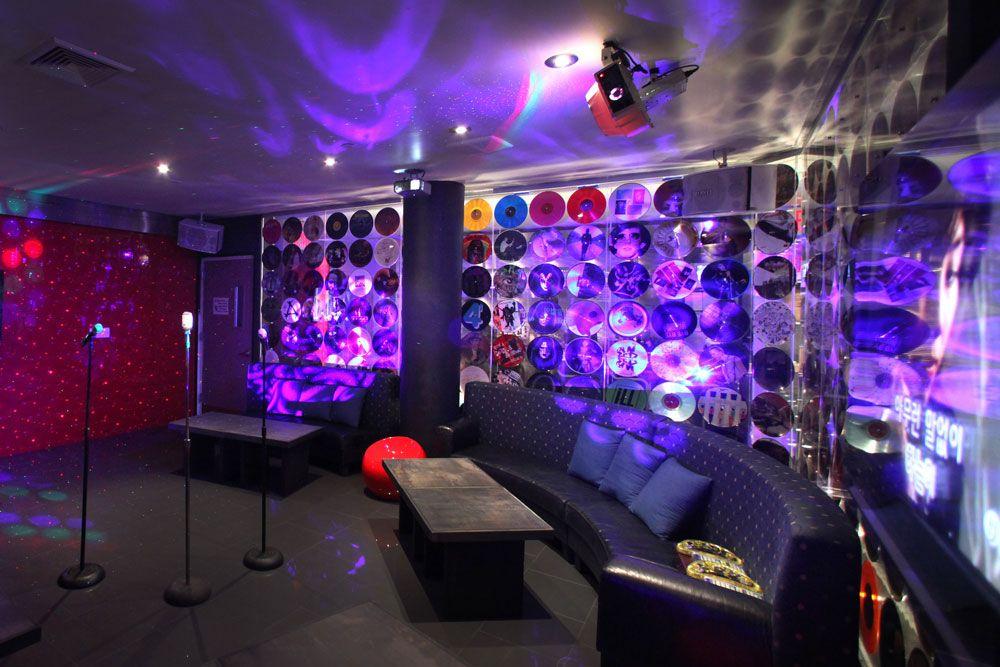 Lady Gaga Room Max 35 People Glee Berry Karaoke Night
