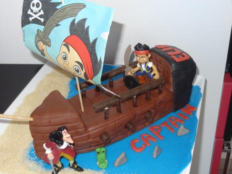 pirate party un g teau jake le pirate tr s r aliste pirate party th me anniversaire. Black Bedroom Furniture Sets. Home Design Ideas