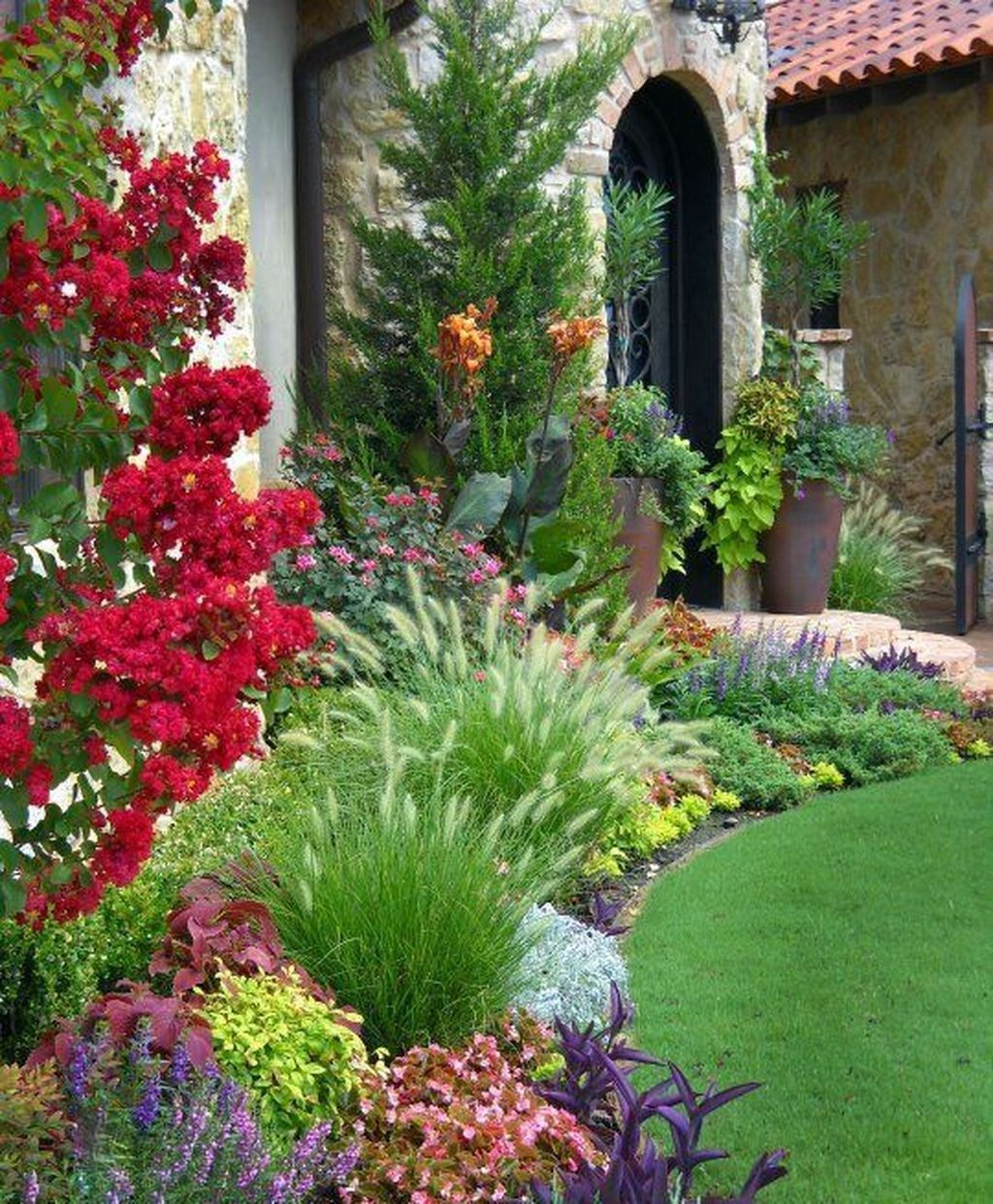 39 Beautiful Flower Beds Ideas For Home - HOOMDSGN #flowerbeds
