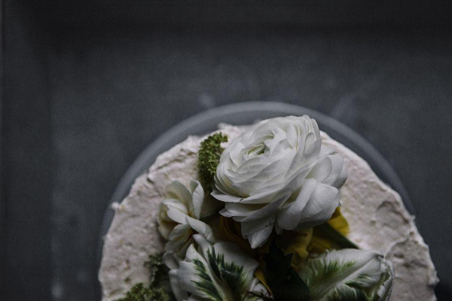 easter cake decorated with tiny eggshell planters egg liquer cake / rhubarb-vanilla jam / white chocolate-pistachio-ganache / pineapple frosting Osterkuchen / Eierlikörkuchen / Rhabarbermarmelade /…