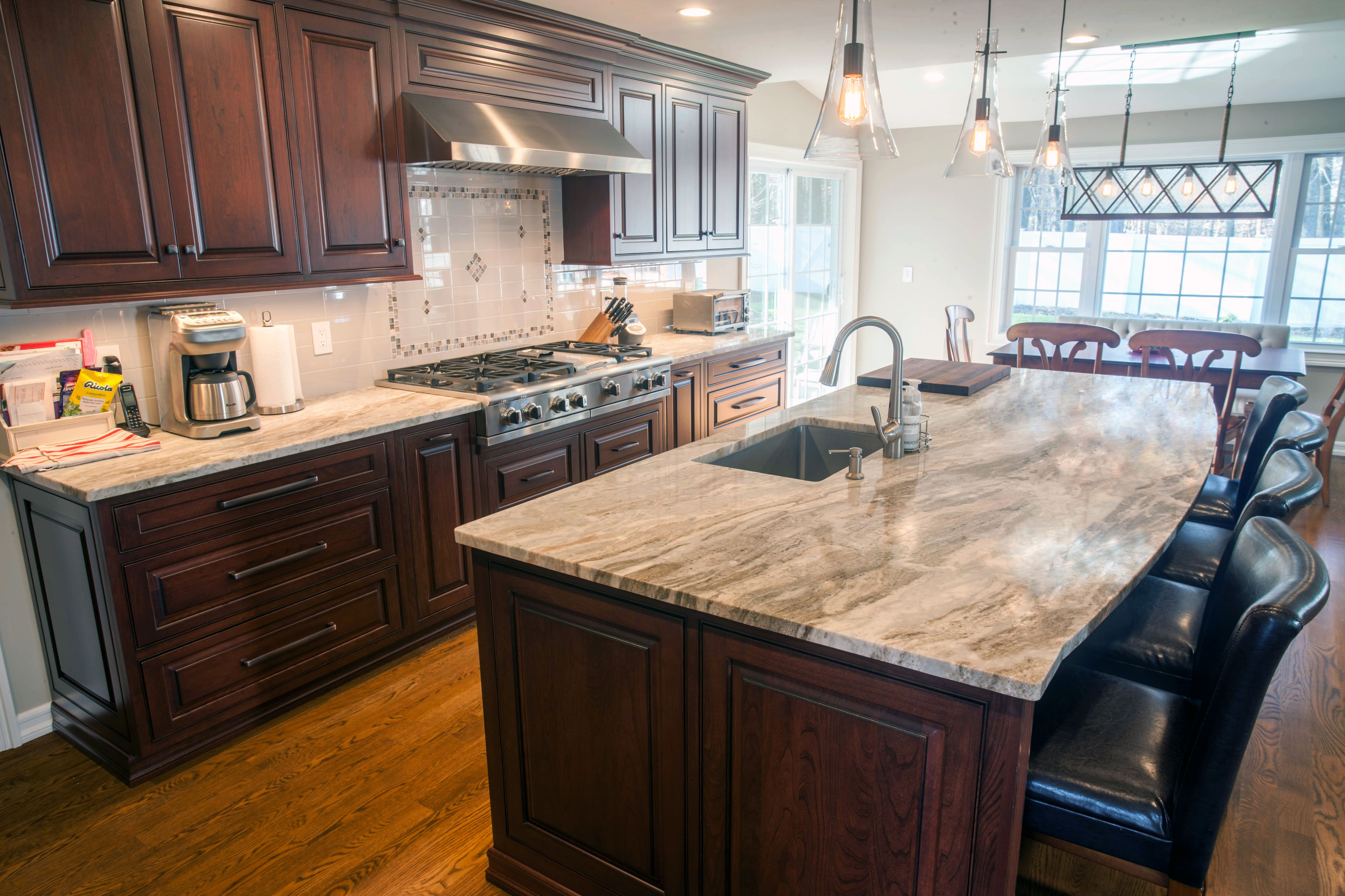 An Open Kitchen Design Is A Great Way To Ensure A Well Lit Space For Cooking And Entertaining Cocinas Espacios Pequenos Espacio