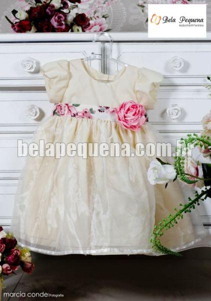 Vestido infantil de festa com flor rosa de cintura em cetim