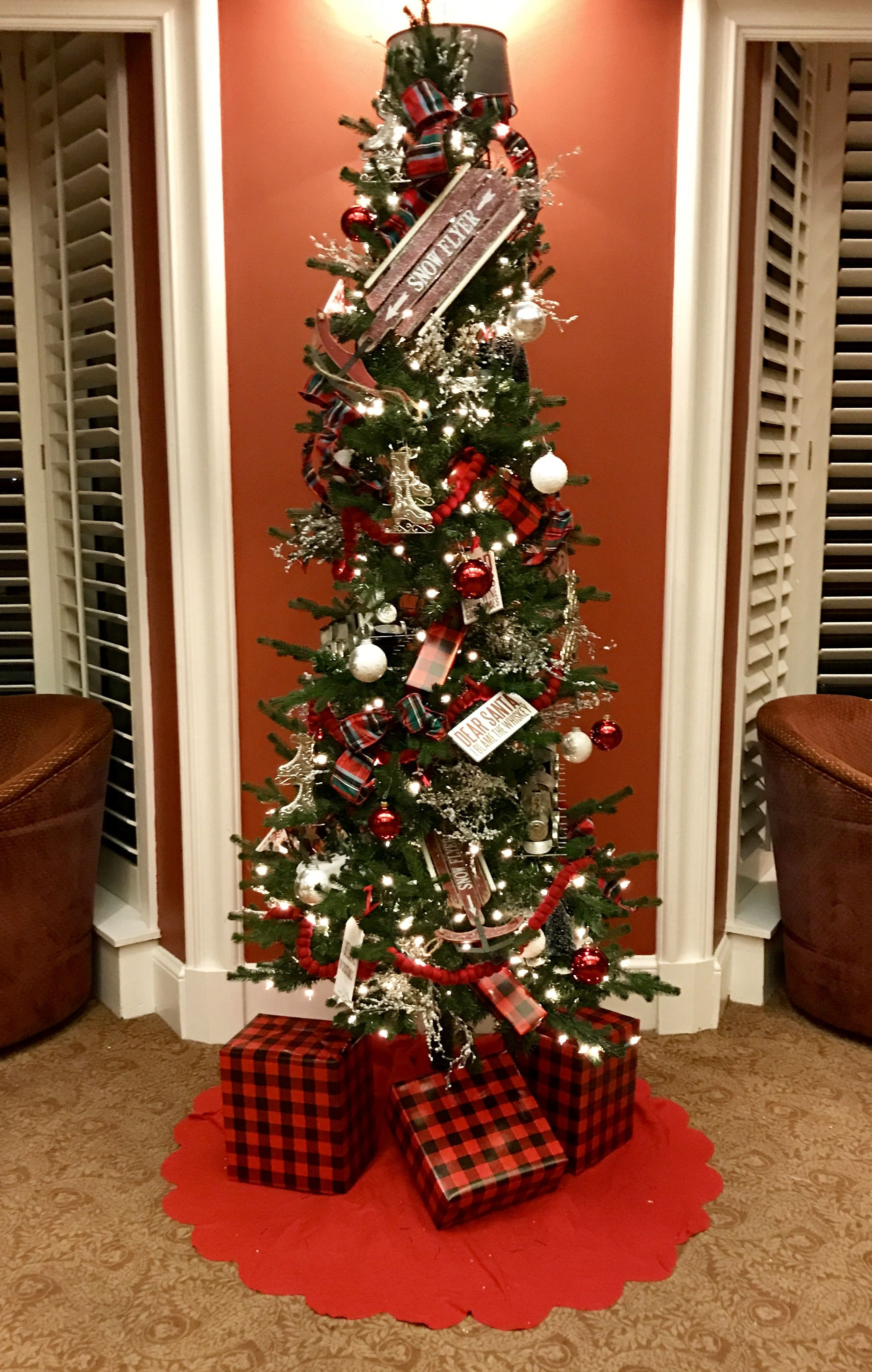 Christmas Tree Decorating At Evansville Country Club Bay Lounge