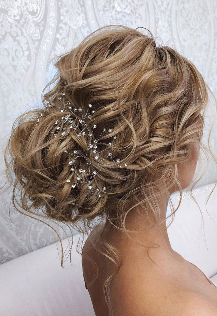 44 Messy updo hairstyles - The most romantic updo to get an elegant look