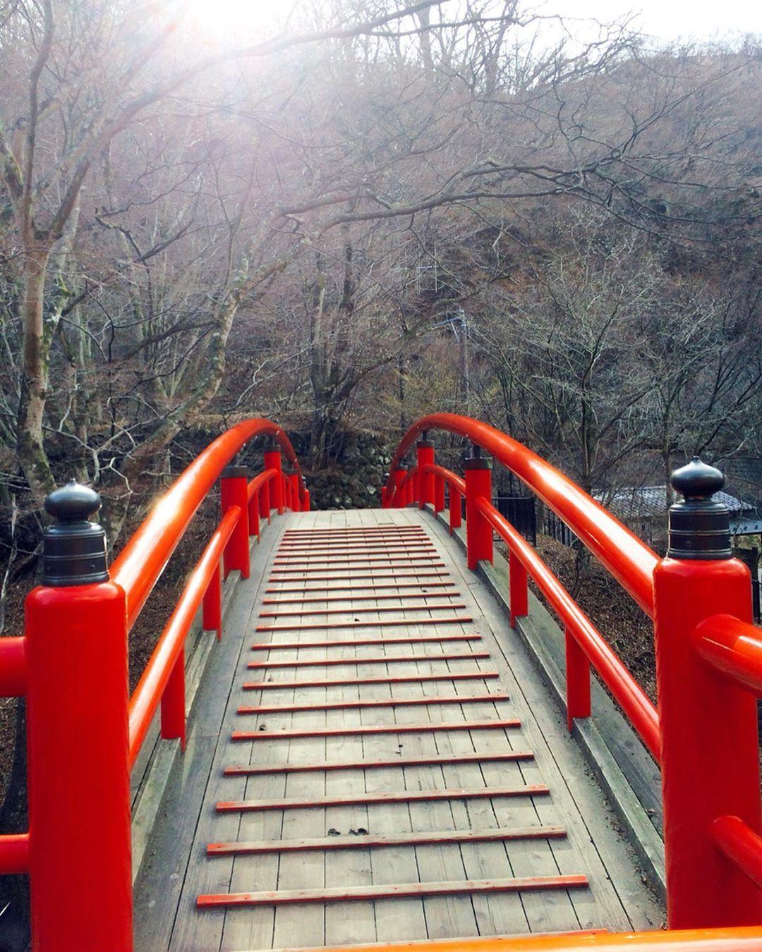 伊香保温泉続き ポスト忘れてました 伊香保温泉の石段街の近くにある 河鹿橋 はジブリの 千と千尋の神隠し のモデルになった橋です 情緒あってステキでした 紅葉の時期とかかなりステキでしたよ 石段街はとにかく階段数が多くて大 Instagram
