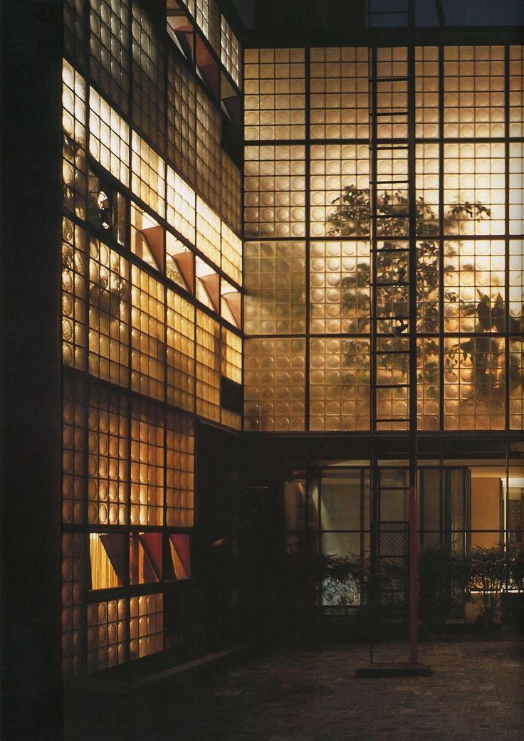 masterpieces of contempory architecture p0ierre chareau la maison de verre paris 1928. Black Bedroom Furniture Sets. Home Design Ideas