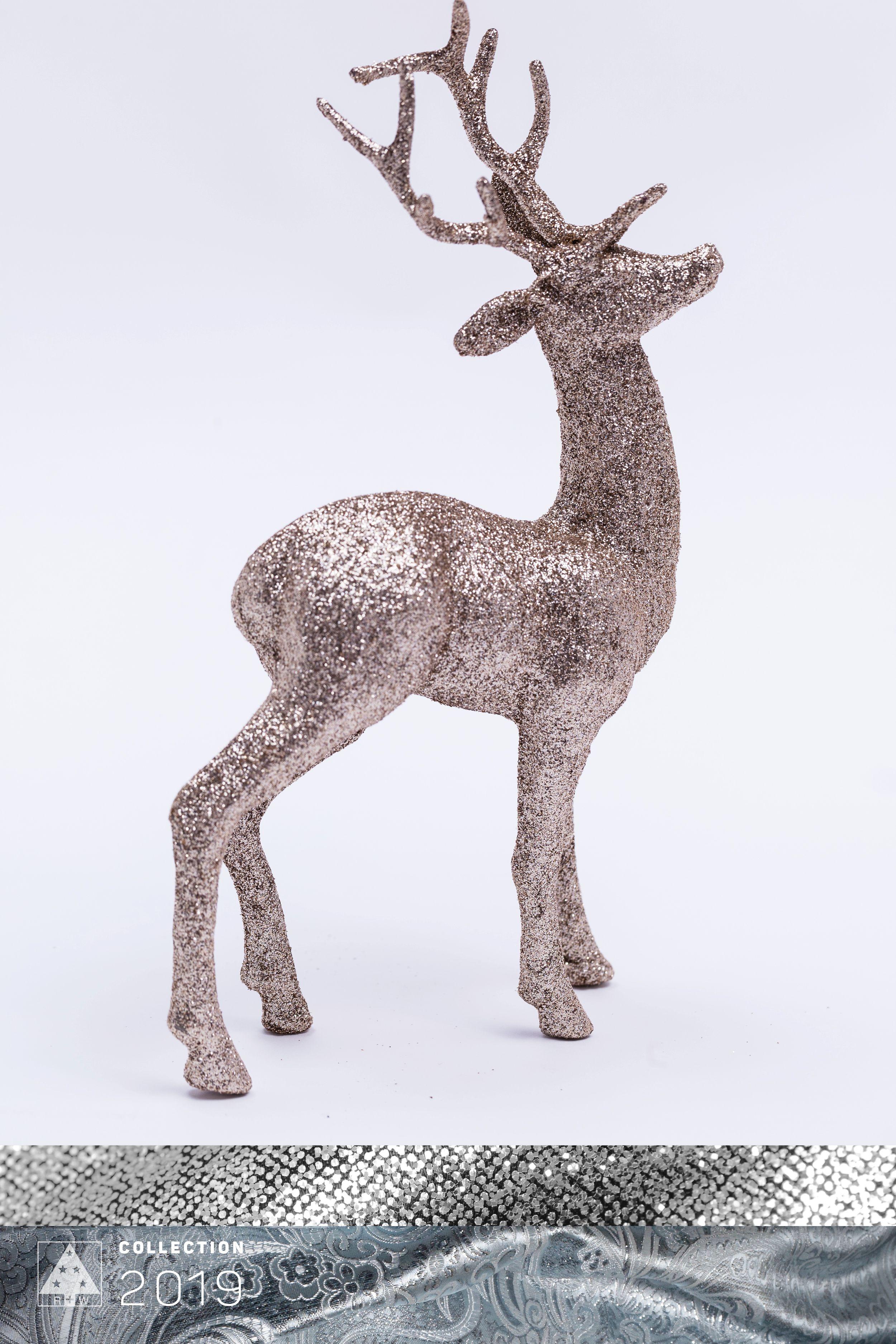 Royal Silver #deer #glittery #royalsilver #silver #shiny #weihnachtsdeko #silber #elegant #glänzend #colortrends #trends2019 #decoration #deko #weihnachtsdeko #christmas #christmasspirit #christmastime #christmasornaments #riffelmacherweinberger #weihnachtsdeko2019trend