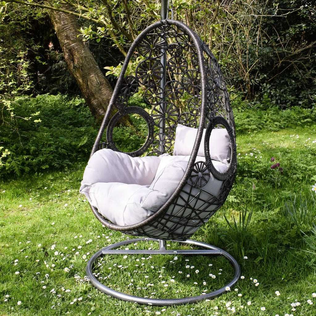 Egg shaped garden swing chair Hanging egg chair, Hanging