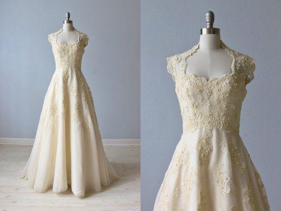 1970s Wedding Dress / 70s Wedding Gown / Sleeveless / Lace