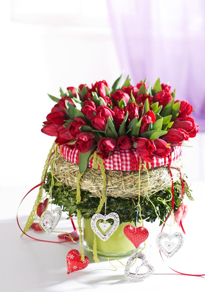 Rote Tulpen und Buchsbaumzweige (Heft: Februar 2014) Foto © Uzwei/U. Glasemann für Mein Buffet