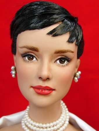 About Audrey Hepburn: Brazilian Bombshell Daphne repainted by Just Creations