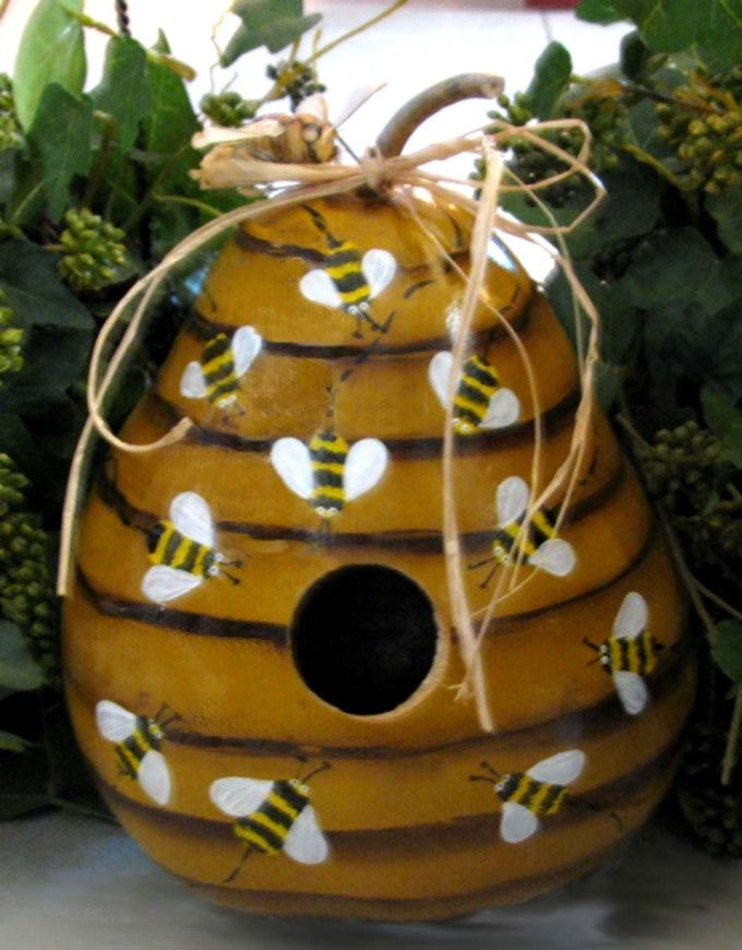 birdhouse pictures this gourd birdhouse is shaped like and painted to resemble a beehive. Black Bedroom Furniture Sets. Home Design Ideas