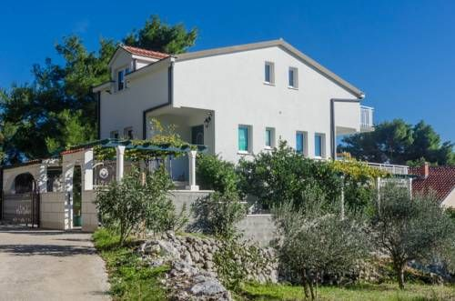 Featuring Free Wifi And Air Conditioning Llr Apartments Is Situated In Orebi 47 Km From Me Makarska Is 37 Km Away Free Private Parking Is Available On