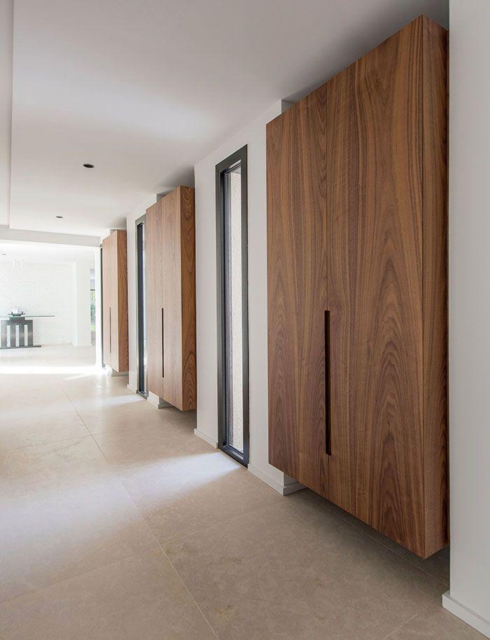 Maison moderne / design interieur contemporain / couloir / blanc ...