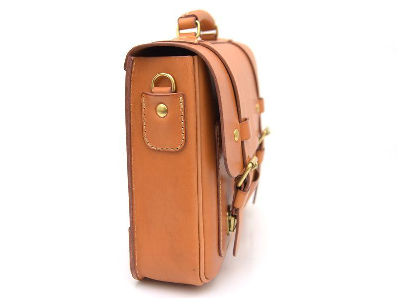 9d7e626557b8 ヨーロッパの伝統的なスクールバッグを思わせるトラディショナルスタイルの本革3way