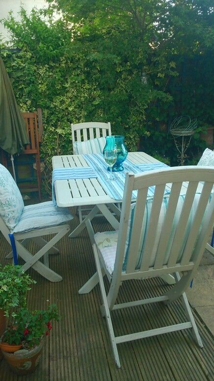 Upcycled Garden Furniture Using Rustoleum Spray Paint