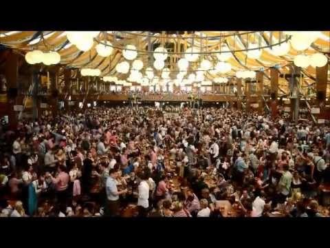 """É, a Oktoberfest de Munique já acabou, mas é sempre bom curtir o tradicionalíssimo brinde """"Zicke Zacke Zicke Zacke Hoi Hoi! Zicke Zacke Zicke Zacke Hoi Hoi Hoi!"""". Mais um momento registrado pelo nosso sommelier, Rene Aduan Jr."""