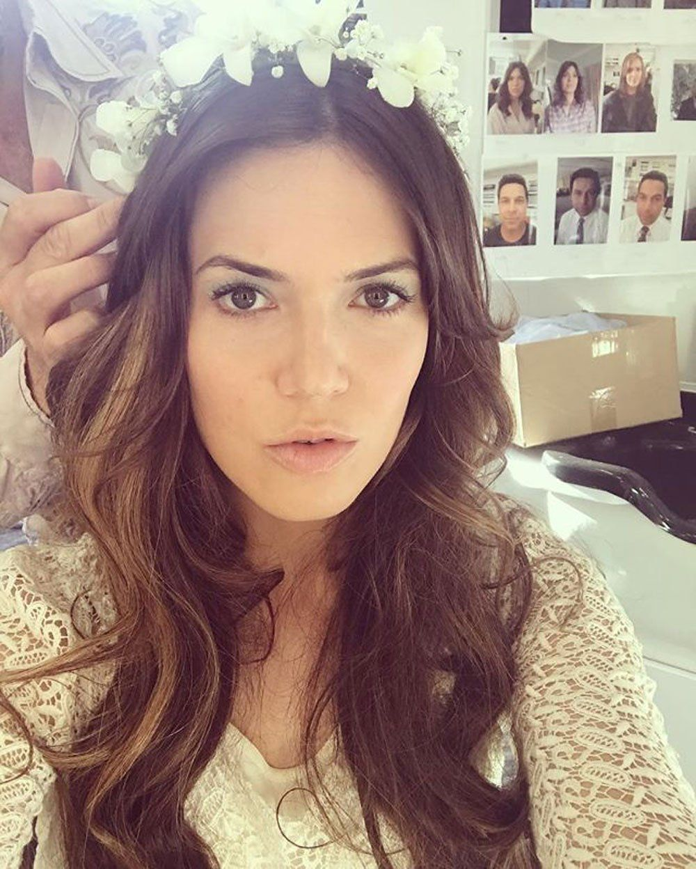 Does Mandy Moore S This Is Us Instagram Reveal Crucial Storyline Clues Mandy Moore Hair Wedding Hair Beauty Hair Styles