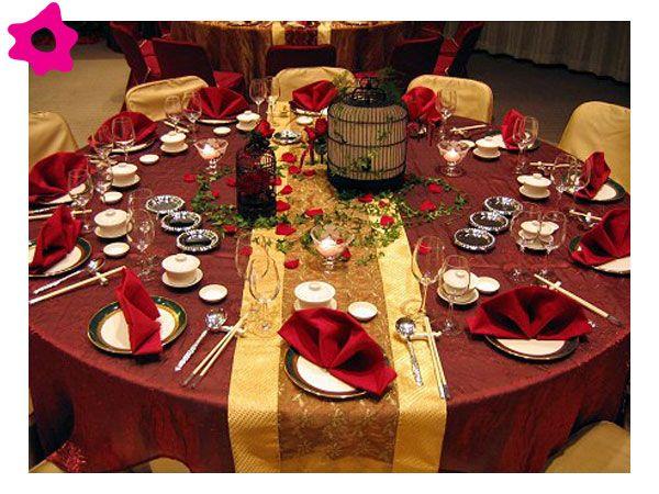 combinación de color dorado para una boda color rojo | mesa para
