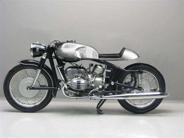 Vintage BMW motorcycle: no plastic, so it must be an old one!