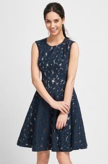 Čipkované šaty s rozšírenou sukňou