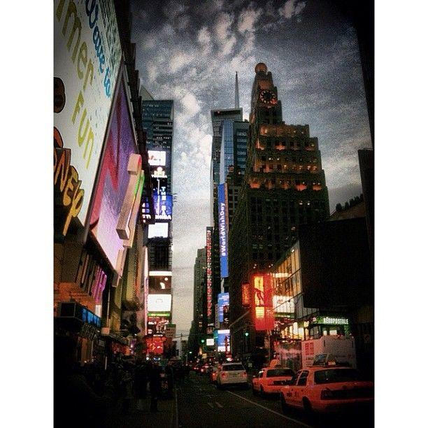 #instar #nyc #iphone3gs Newyork 타임스퀘어에서 석양를 보다 - @bluerain_- #webstagram