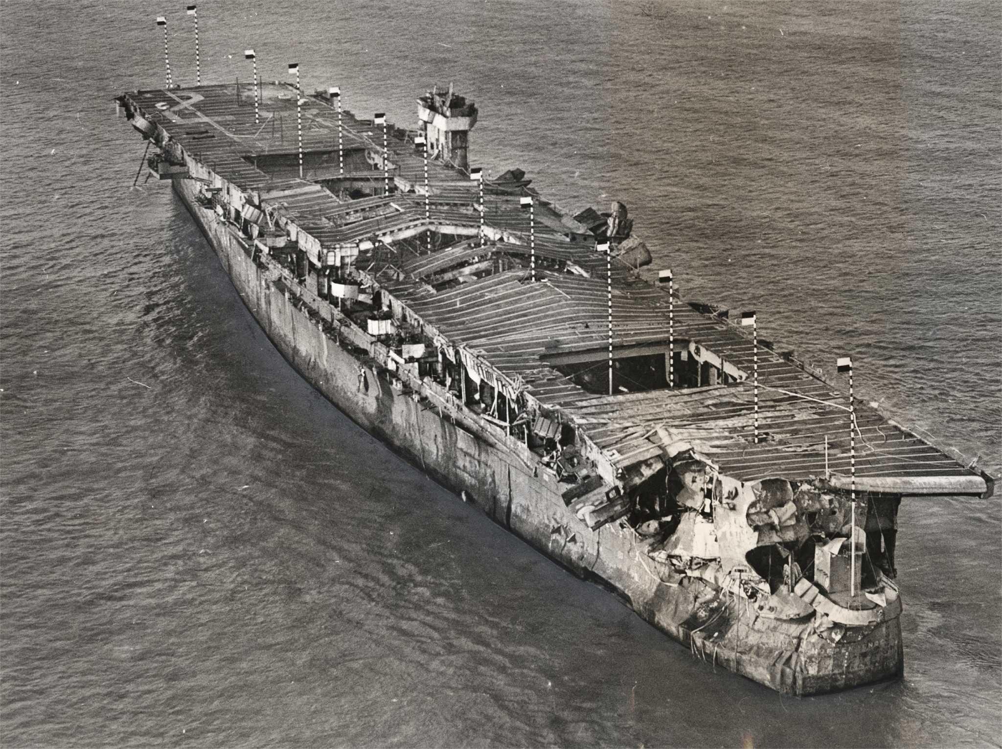 Sunken WWII-era aircraft carrier found off Northern