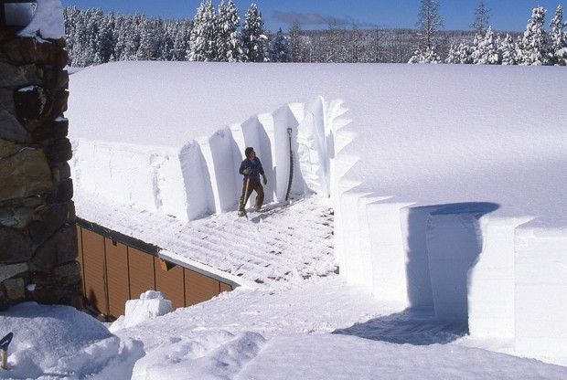Snow On Building Roof In Yellowstone Places I D Like To