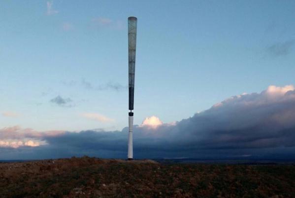 Vortex Bladeless, un generador eólico, sin aspas. Una idea novedosa, que puede popularizar aun más esta forma de generar electicidad.  Se crean pequeños vórtices, para hacer resonar u oscilar la estructura para crear energía mecánica que pueda ser transformada en eléctrica. http://interestingengineering.com/vortex-bladeless-is-a-wind-generator-without-blades/ …