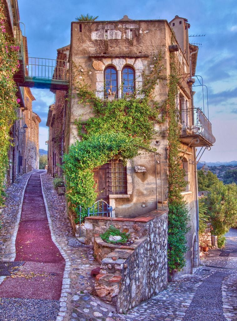 Saint Paul De Vence, France-- i loooove old skinny cobblestone roads