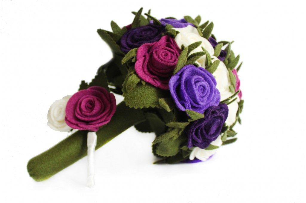 PEQUEÑO DE ROSAS  Hecho a mano en fieltro para tu boda.  Llámanos al 3105802725  novias.blum.com.co #fieltro #blum #hechoamano #felt #beige #boda #bouquet