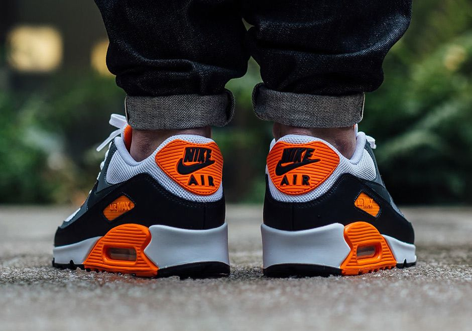 Nike Air Max 90 Essential 537384 128 | Shoes and Purses, and