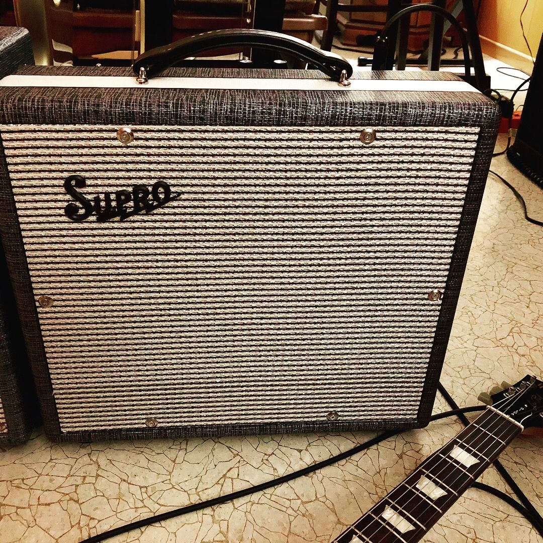 The second addition to my Supro amp collection: a Supro Supreme 25