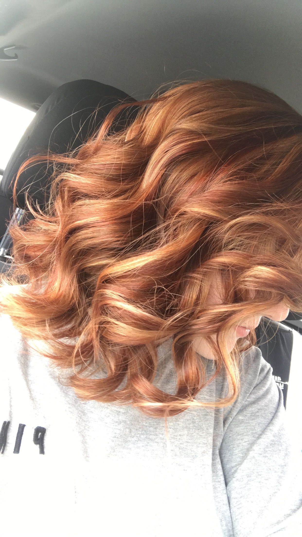Blonde Haare Mit Kupfer Strähnchen Frisches Rotes Haar Mit Blonden