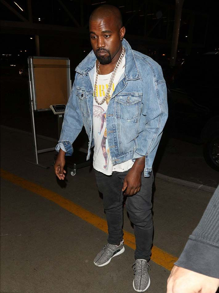 Kanye West Wears Denim Jacket And Tee By Fear Of God La And Yeezy 350 Boost Sneakers At Lax Kanye West Outfits Yeezy Outfit Kanye West Style