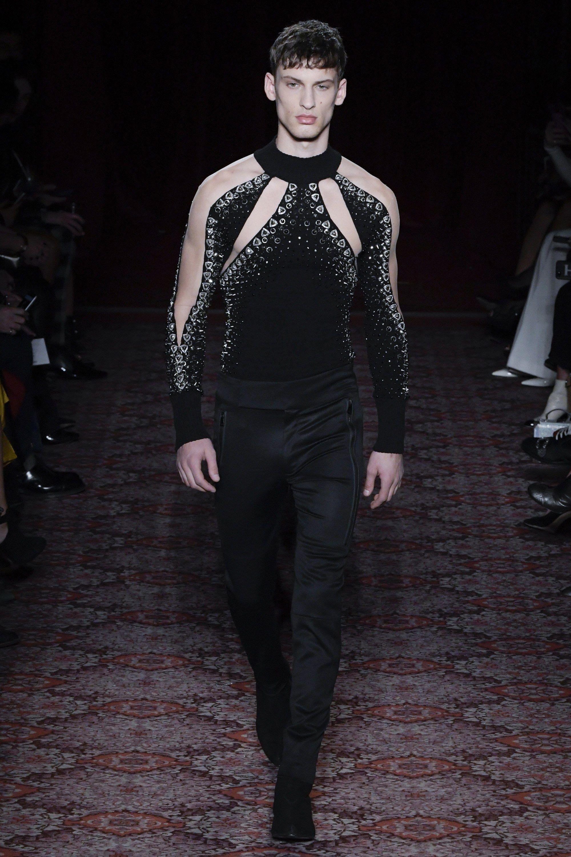 Julien Macdonald Fall 2017 Ready-to-Wear Fashion Show – Mini dresses