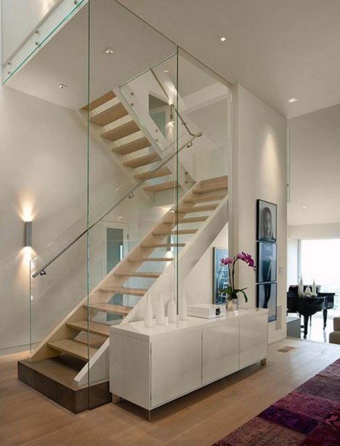treppe mit glasgel nder f r schickes interieur treppe. Black Bedroom Furniture Sets. Home Design Ideas
