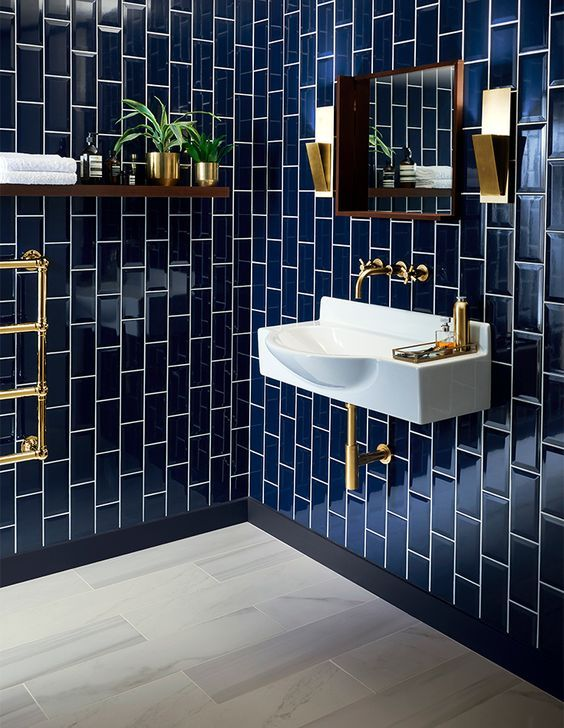 Glossy Navy Tiles Clad Vertically For A Bold Art Deco Bathroom Chic Brass Touches Bathroom Interior Bathroom Inspiration Bathrooms Remodel