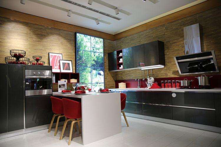 Küchenrückwand aus Glas rot anthrazitgraue fronzen | Wohnideen Küche ...