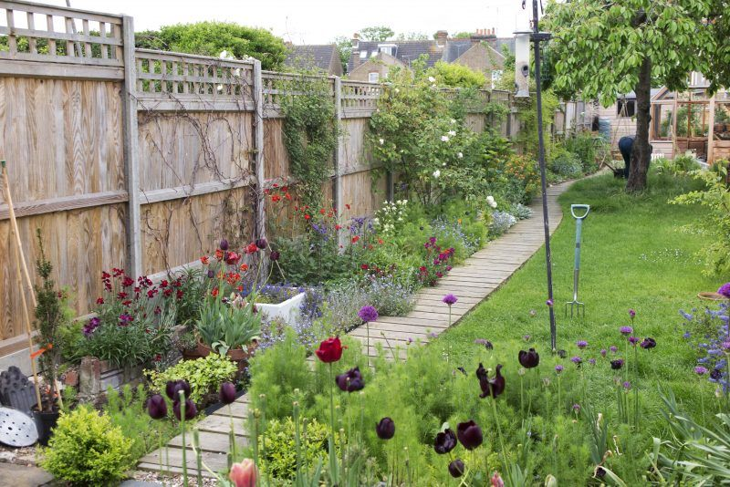 8 steps to the long thin garden of your dreams - The Middle-Sized Garden -   14 garden design Narrow fence ideas