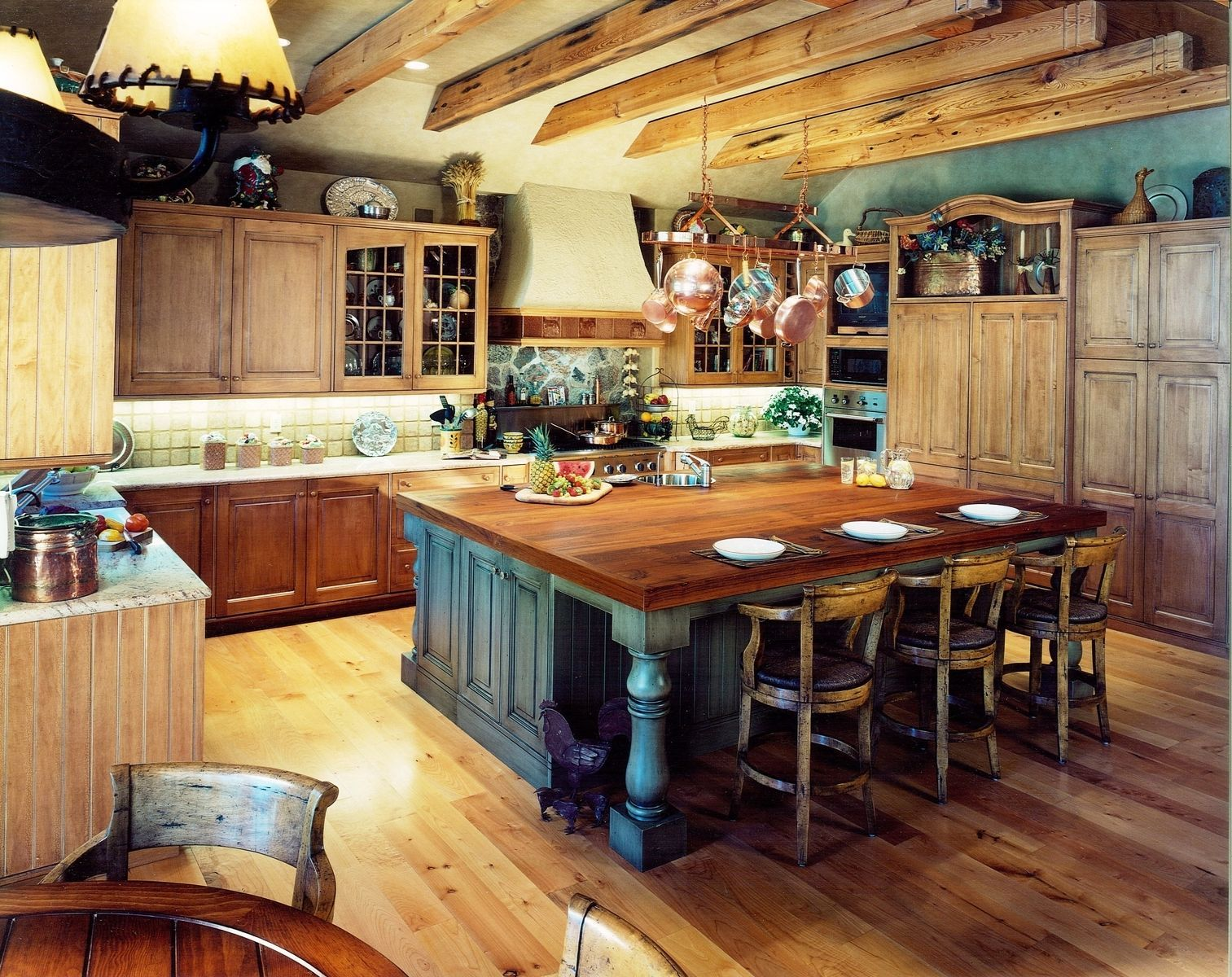 Kitchen Get A Superb Look By Building Extraordinary Rustic