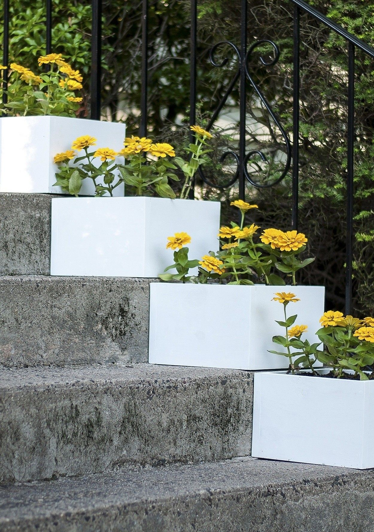 A Simple Vertical Garden How To Diy Stair Step Planters 400 x 300