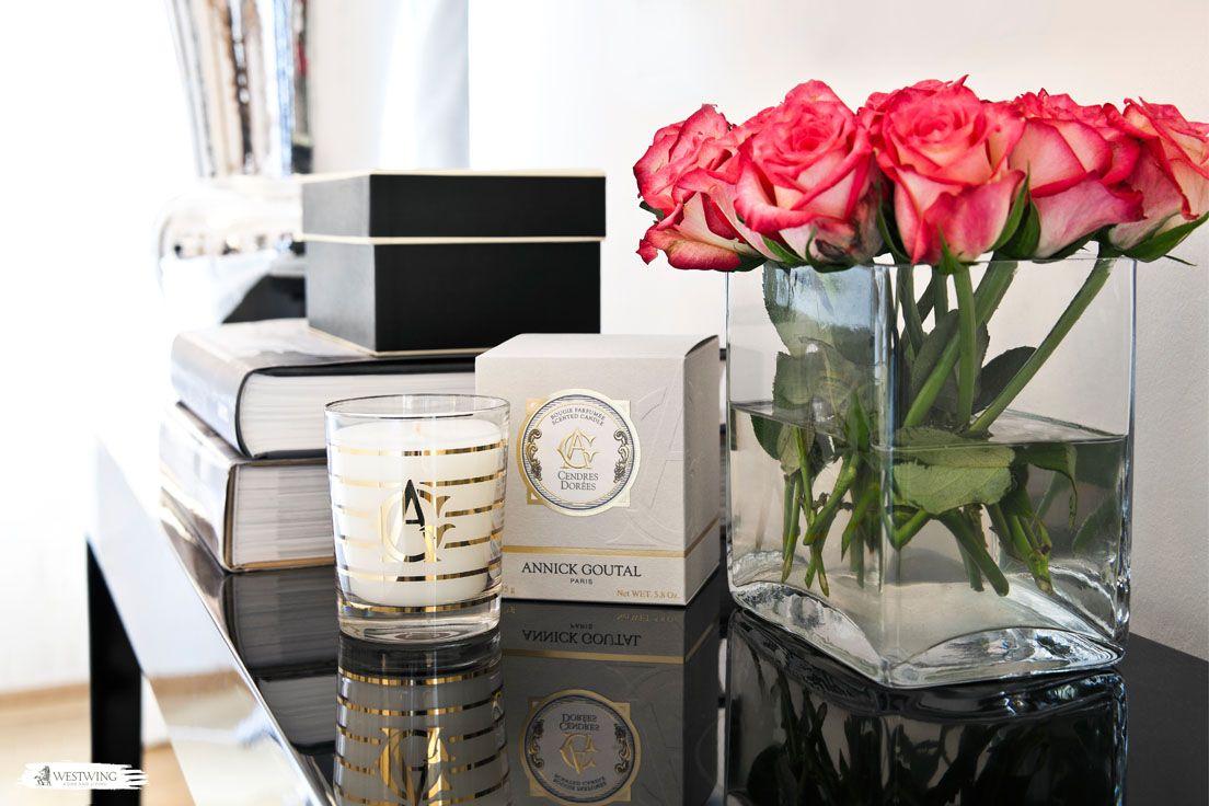 frische rosen machen sich einfach gut auf jeder kommode sie verleihen einem raum den duft nach. Black Bedroom Furniture Sets. Home Design Ideas